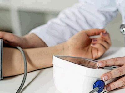 نیازمندان خدمات رایگان درمانی دریافت میکنند